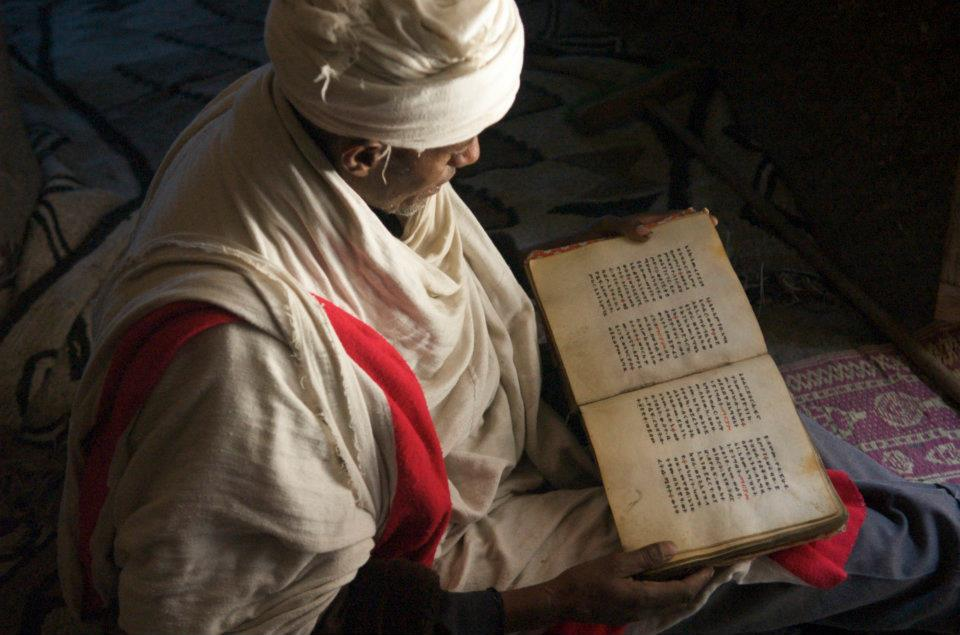 A monk reading scriptures in Asheten Monastery, Lalibela. Photo credit : Marie Ange Sylvain