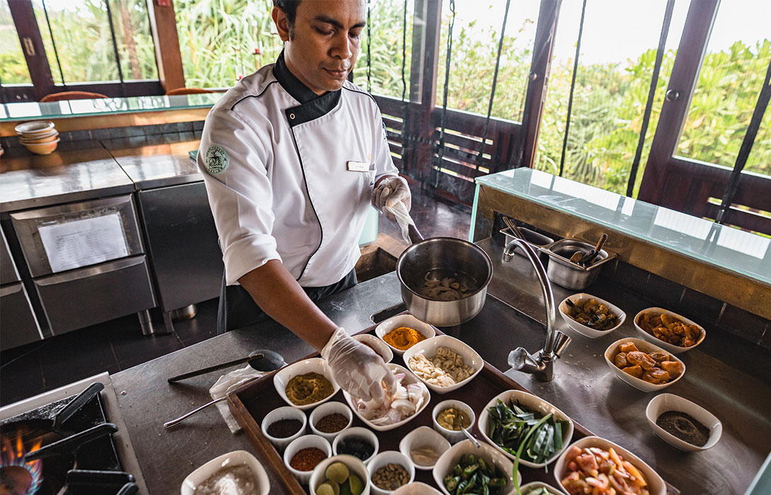 Chef Vinnol demonstrating various Sri Lankan spices and ingredients.